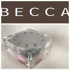 Becca Soft light Bluring powder in Pink Haze Rose
